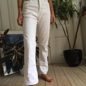 Flotte hvide bukser med vide. Sidder virkelig godt 100kr budt