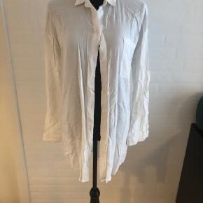 Hvid skjorte nypris 450 brugt 1 gang