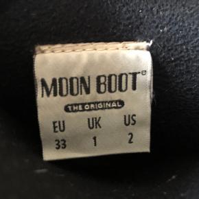 Sorte støvler fra Moon Boot i str. 33.