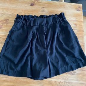 Fede højtaljede shorts fra hogm med elastisk. Passer en L +-     #Secondchancesummer