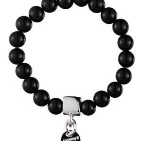 Mærke: Dyrberg/Kern  Model: DODO/B Farve: SS/Black Nypris: 399kr  Elastik armbånd med sorte perler