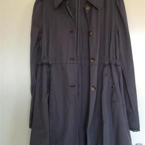 d379c170492 Varetype: Jakke Farve: Blå Oprindelig købspris: 2100 kr. Super flot jakke  fra
