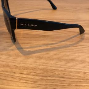 Smukke solbriller fra Dolce&Gabbana. Modellen hedder: DG 4270   Etui medfølger