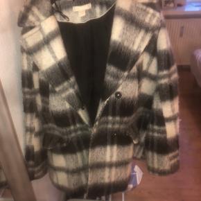 Sælger denne fine jakke fra H&M, kan passes af en xs/s-m. Den er i god stand