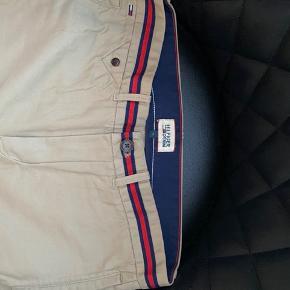Helt nye shorts fra Tommy Hilfiger i størrelse 31. Aldrig brugt.