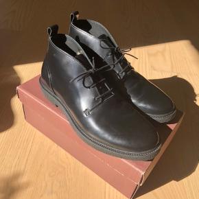 Lækreste herre sko fra Poste.  • Str. 43 • Aldrig nogensinde brugt • Original æske medfølger • NP: 500kr • MP: 300kr  Prisen er plus Porto