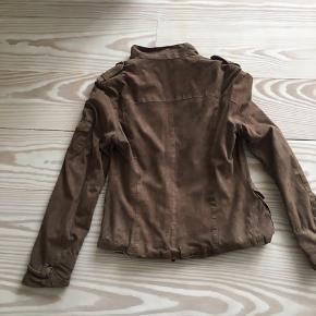 Ruskindsjakke fra IQ Berlin. Den er brugt en del gange, men er absolut ikke slidt.
