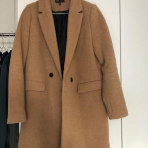 Rigtig fin frakke fra ZARA Næsten ikke brugt, brugt 2-3 gange Prisen er fast - køb nu til en billig pris  Prisen er uden fragt (frakken er tung)