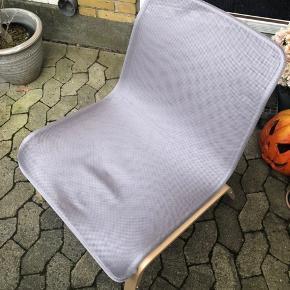 Har 2 stole, 200kr stk. Er stort set som nye. Har stået i et gæsteværelse og kun brugt ganske lidt.