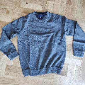 Tommy Hilfiger 100% cotton, knitted men's sweater in grey. No marks or signs of wear!