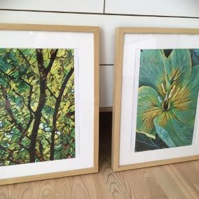 Unikke Kunstfoto i rammer.  Jeg har selv taget billederne og lavet  om på det abstrakt/farverne i dem.   Ene af et grønt træ og andet af en gul blomst🌳🌼  nu i turkis/gule farver.   Ingen andre har disse billeder/fotos.   Rammer har str. 40x50 cm i lys træ.