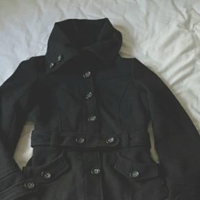 Pæn overgangs/vinter jakke.