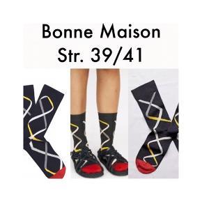"""Skønne strømper fra Bonne Maison.  """"Bonne Maison er et fransk firma, der excellerer i strømper i egyptisk bomuld af højeste kvalitet""""  Fast pris plus porto.  Annoncen slettes når solgt, så ingen grund til at spørge om dette.  Useriøse henvendelser frabedes."""