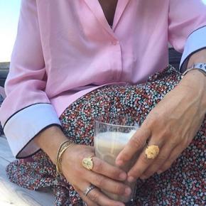 Let sommerkjole fra Envii med bindebånd i taljen.  I flot stand  Ny pris 500kr