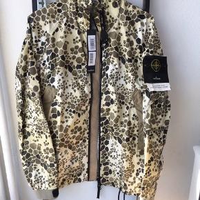 Stone Island Alligator Camo jakke  Spritny med tags  L  Retailer for 4600.-  Kontakt mig på Facebook eller mobil, da jeg ikke er alt for aktiv herinde: Marcus Funder Steeskov 28781061