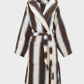 BATHROBE TERRY, COCOA WHITE - aldrig brugt, helt ny. Nypris 1.345.   Det er str. Large. Jeg sælger den til 750 kr.