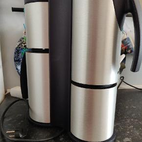Siemens kaffemaskine Design by F.A. Porsche RETRO - klassisk fra 1999 køkkenet. Meget velholdt og velfungerende kaffemaskine. Laver 8 kopper, integreret thermokande.