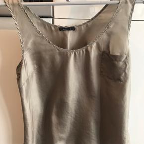 Sælger denne søde top i silke i brun/bronze farvet fra Samsøe Samsøe :-) Brugt to gange🌸