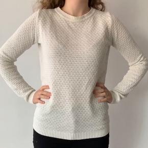 Fin og behagelig hvid sweater. Sælges da jeg har 2😊