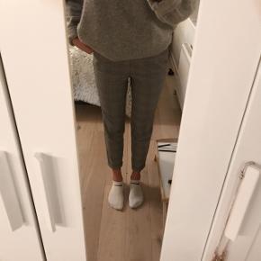 👖Ternet bukser fra Vero Moda, i en str.M, længde 32.  Super behagelige og have på, men bliver desværre ikke brugt længere👖 Nypris : 300