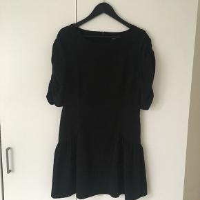 Little Black dress fra ASOS med fine ruffle detaljer.