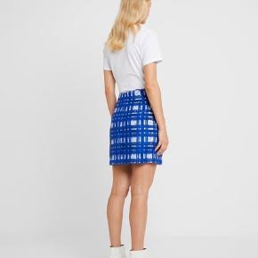 Sælger denne nederdel. Aldrig brugt stadig med mærker i. BYD!   Np 1.100kr