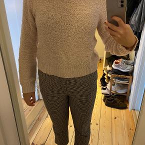 H&M Divided sweater str. M i rosa Lille i størrelsen, hvorfor str. S også kan bruge den Pris kan forhandles