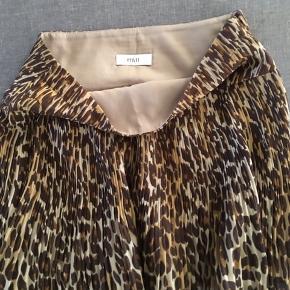 Leopard printet nederdel fra Envii. Brugt få gange, ser ud som ny.  Giv et bud:)