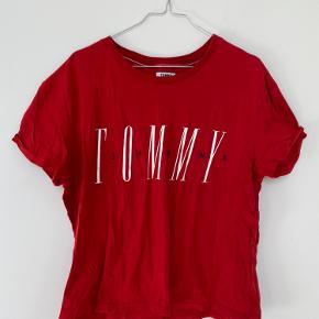 Tshirt fra Tommy Hilfiger. Brugt.