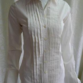 Varetype: Skjorte off white str. S Farve: off white Oprindelig købspris: 699 kr. Prisen angivet er inklusiv forsendelse.  Polo Jeans by Ralph Lauren Skjorte off white str. S, bomuld, brugt men i meget pæn stand
