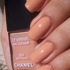 "Fin farve fra Chanel : 503 Inattendu .  Kanten går lige over teksten ""503"" .  Så der er lidt under halvdelen tilbage.  Toplåg medfølger, men er revnet .  Æsken følger ikke med .   Se også alle mine andre annoncer! .   Søgeord: Chanel nail colour les vernis nail polish negelelak neglelakke"