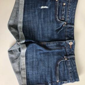 Shorts fra mango i str. 38. Sælger da jeg ikke får dem brugt  Byd🌸☺️