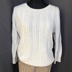 Sælger denne bluse str m som intet fejler. 50kr Nederdel og bukser sælges også - se mine andre annoncer. #30dayssellout
