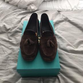 Mærke: Edward Green Håndlavet i England   Nyprisen lå på 3800,-  Skoen er i fin stand, kan dog ses at de er brugt lidt. Men med lidt hjælp fra en ruskindsbørste, kan de blev så god som ny.   Prisen er ikke fast!
