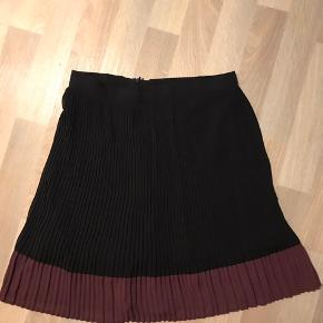 Smukkeste to farvede nederdel, som bare aldrig bliver brugt🌸 Køber betaler selv fra 🌸