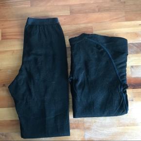 Devold Duoactive langærmet bluse og bukser str. 12 år. Genialt til spejder eller anden ude aktivitet. Nypris 400 kr. pr del - købt i Spejdersport.