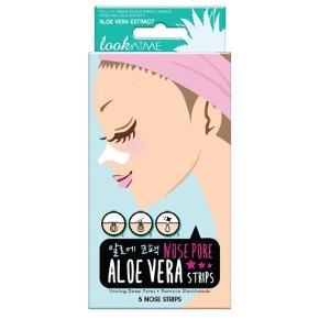 Look At Me Nose Pore Aloe Vera Strips 5 Pieces - Normal pris på nettet 50 kr - Min MP 25kr  Look At Me Nose Pore Aloe Vera Strips er dybderensende og poreminimerende strips, som bruges omkring næsen. De indeholder silica som absorberer overskydende talg og olie i porerne, og derved forebygger udbrud. Derudover indeholder de også aloe vera som fugter og beroliger huden. Mange kender til problemet med tilstoppede porer omkring næsen, og ved hvor svært det kan være at holde huden omkring næsen ren. Med disse strips får man det bedste våben til bekæmpelse af netop dette! Look At Me Nose Pore Charcoal Strips kan bruges til alle hudtyper, og er især gode til en kombineret eller fedtet hud.  Fordele:  Strips til næsen Dybderensende og poreminimerende Indeholder silica og aloe vera Fjerner og forebygger urenheder Velegnet til alle hudtyper, dog særligt gode til kombineret eller fedtet hud Anvendelse:  Anvendes på afrenset hud Fugt huden på næsen Sæt en strip på næsen Lad den virke 10-15 minutter Fjern strippen fra siderne og ind mod midten af næsen