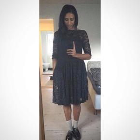 Sælge denne fine kjole fra Ganni.👗   Brugt 1 gang. Str 38/M Mærket i nakken, samt vaskemærket er klippet af, ellers ville det kunne ses. Kjolen har lommer i siderne.😊  Se mine andre annoncer.   Sender med DAO, fragt betales af køber og gebyr, hvis herinde.   #Secondchancesummer