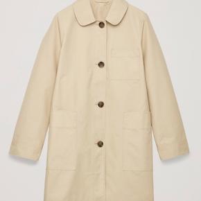 Fineste COS jakke/frakke som har hængt i skabet siden sidste sommer hvor den blev købt. Har aldrig været vasket og kun brugt max 5 gange. Str 38/M