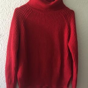 Sweater med rullekrave i rød i str S 😃