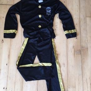 Politi udklædning  140  8-10 år  Bluse og bukser med guldstriber   Kostume udklædning fastelavn halloween  Sender gerne