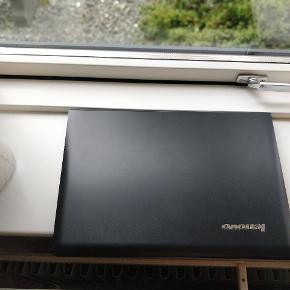 Lenovo z50-75 købt tilbage i 2013. Den er kun blevet brugt til at spille på og har ligget uden at blive brugt de sidste 3 år. Den fungerer fint og har meget få tegn på slid. Skriv for bud eller flere informationer om computeren.