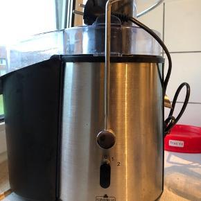 Juicer fra kløverblad - nypris 1000 kr Prøvet 1 gang med en gulerod for at teste den virkede.
