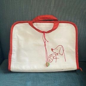 Dyrlæge taske - 28*19 - fast pris -køb 4 annoncer og den billigste er gratis - kan afhentes på Mimersgade 111 - sender gerne hvis du betaler Porto - mødes ikke andre steder - bytter ikke