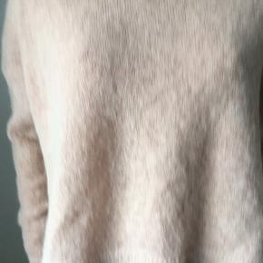 Trøje er i mohair/uld