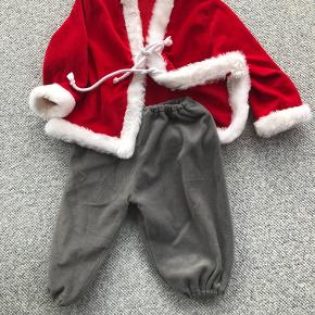 Julenissekostume med jakke og bukser. Str. 104.  Prisidé dkk 50,00 - kom gerne med et seriøst bud :-)  Forsendelse med DAO dkk 36,95.