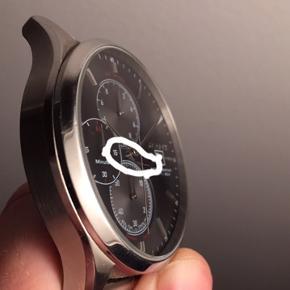 GANT Vermont ur, brugt i et års tid, batteri skiftet for et halvt år siden ligesom urrem. En lille ridse i gladset, som kun kan ses hvis man vinkler uret. Original urrem medfølger sammen med kasse til uret og købsbevis. Nypris 2499,-