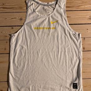 Løbesingletter fra Nike i str. L  150 kr. pr. stk