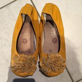 Skønne ballerina sko i gul læderStr 36 God men brugt stand