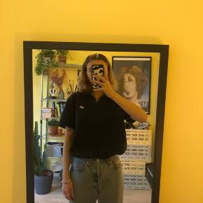 Trøjen er en XL, men passer perfekt oversized til mig, og jeg er normalt en S:)